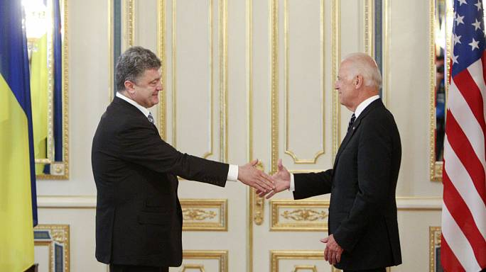 Biden and Poroshenko discuss reform, corruption and democracy