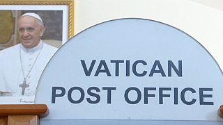 Une tombola d'objets du pape au Vatican