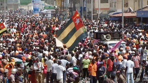Gases lacrimógenos contra una protesta de la oposición en Togo