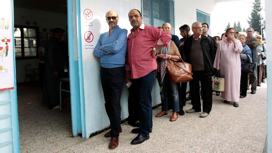 Präsidentenwahl in Tunesien: Schlangen vor Wahllokalen