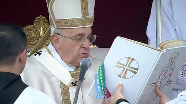 Papa yeni azizleri ilan etti