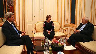 تواصل المباحثات بين إيران والقوى الكبرى قبيل انتهاء المهلة المحددة