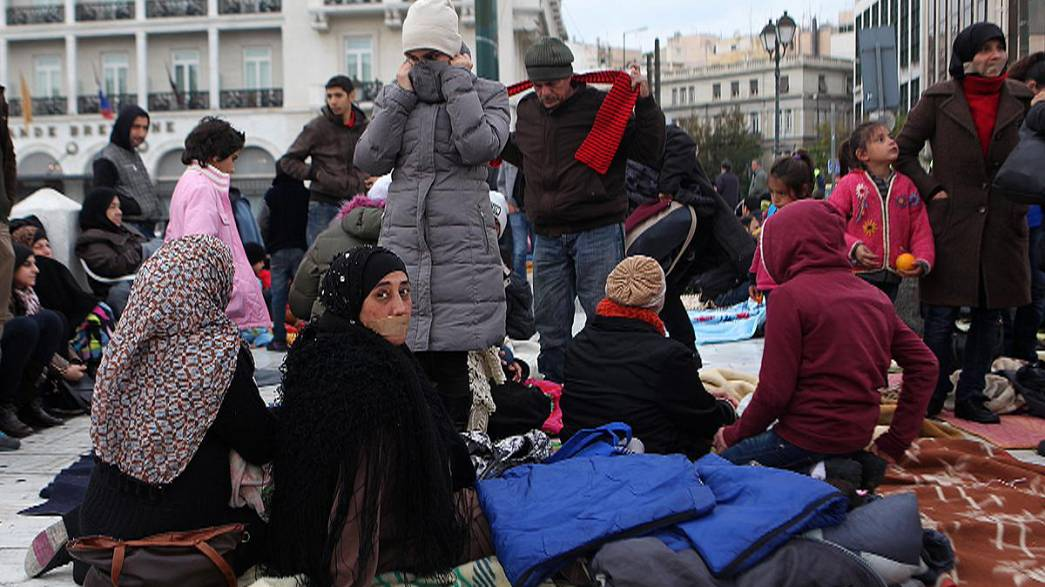 Refugiados sirios en huelga de hambre frente al Parlamento griego