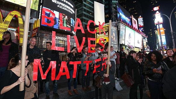 Amerika: Nem emeltek vádat a feketebőrű tinédzsert lelövő rendőr ellen