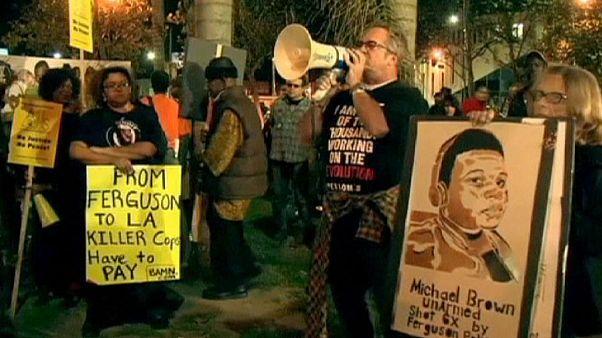 اعتراض به تبرئه پلیس متهم به قتل مایکل براون در شهرهای مختلف آمریکا