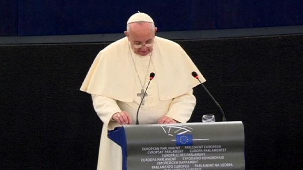 """Papst Franziskus im EU-Parlament: """"Wir können nicht zulassen, dass das Mittelmeer ein riesiger Friedhof wird"""""""