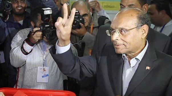 """Tunísia: a """"velha guarda"""" destrona Marzouki na primeira volta das presidenciais"""