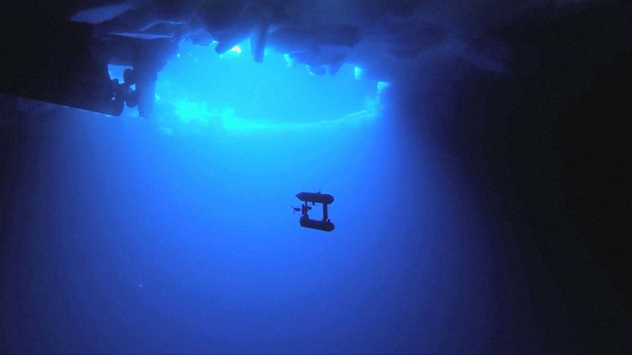 Robotfelvételek az Antarktisz jegéről