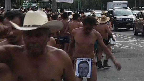 Agricultores de Veracruz se desnudan para protestar contra tres exgobernadores