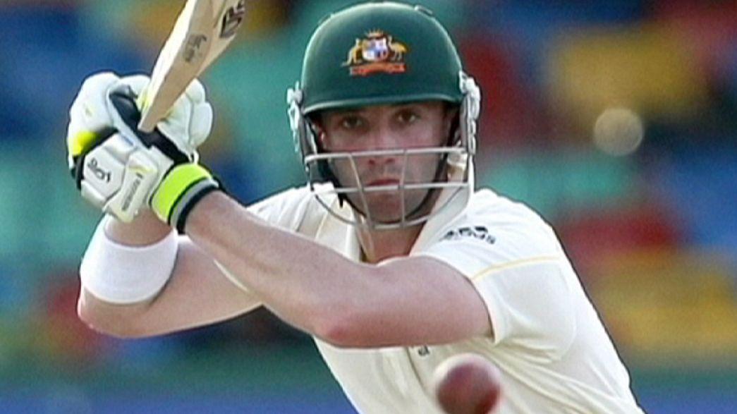Estrela do críquete australiano Phillip Hughes luta pela vida