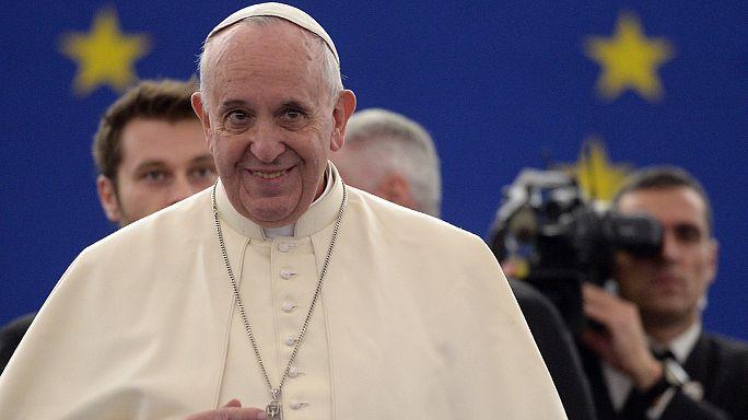 البابا فرنسيس في البرلمان الاوروبي يركز في كلمته على ضرورة صون كرامة الانسان.