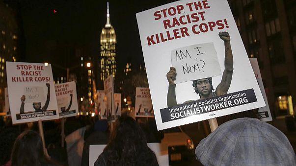 Face à face tendu entre policiers et manifestants américains à Ferguson