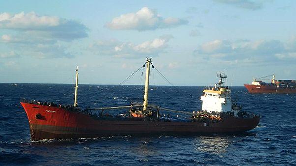 کشتی باری مملو از مهاجر در آبهای یونان دچار حادثه شد