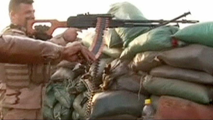 2 Los peshmergas kurdos luchan contra el grupo Estado Islámico en Kirkuk