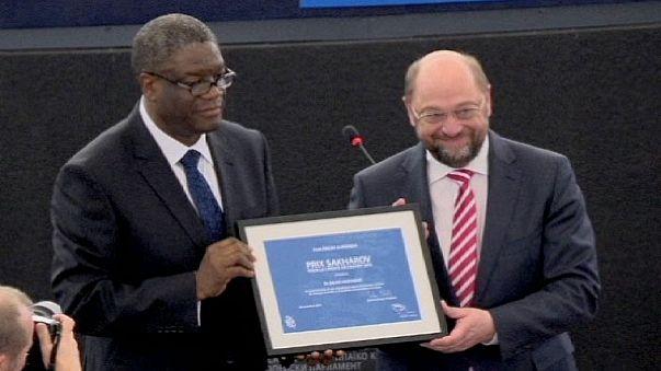 جائزة ساخاروف للعام الفين و اربعة عشر تسلم الى الطبيب الكونغولي دنيس مكويغي.