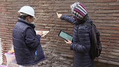 Colosseo: parte il restauro del muro sfregiato dal turista