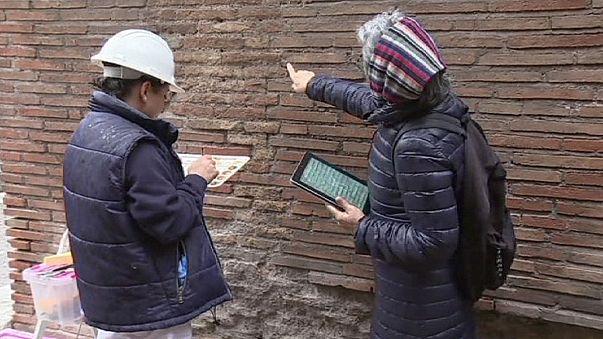 """Со стены Колизея стерли """"автограф"""" российского туриста"""