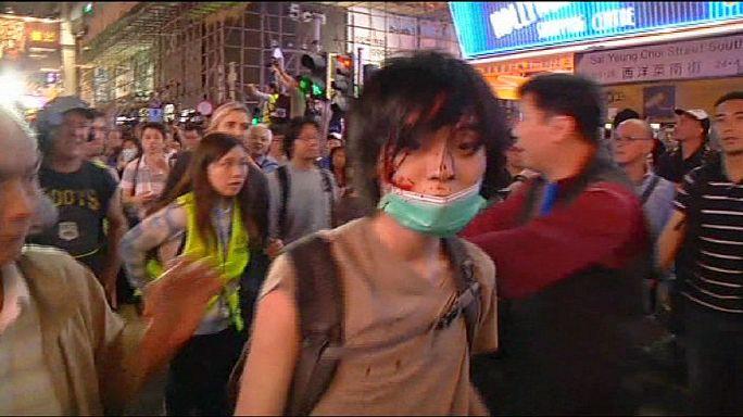 Hong Kong'da öğrenciler ile polis yine çatıştı