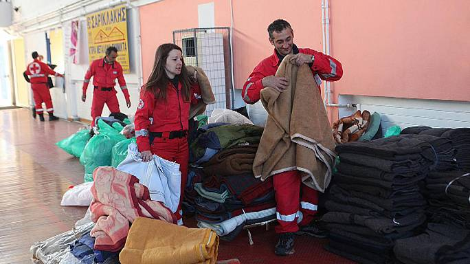 La Grèce recueille les 700 migrants d'un cargo à la dérive