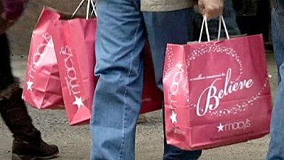 """Via allo shopping di Natale. La febbre da """"Black Friday"""" contagia l'Europa"""