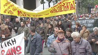 Οργή λαού στην Ελλάδα κατά της λιτότητας - χιλιάδες στην πορεία στο κέντρο της Αθήνας