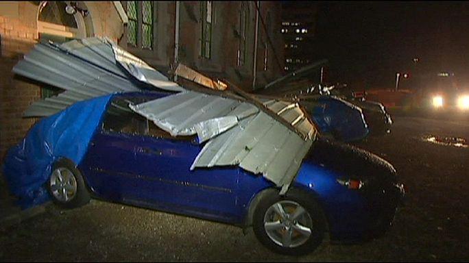 Avustralya'nın Brisbane kentini dolu ve fırtına vurdu