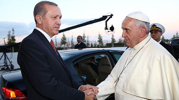 Erdogan aprovecha la visita del papa para fustigar a occidente