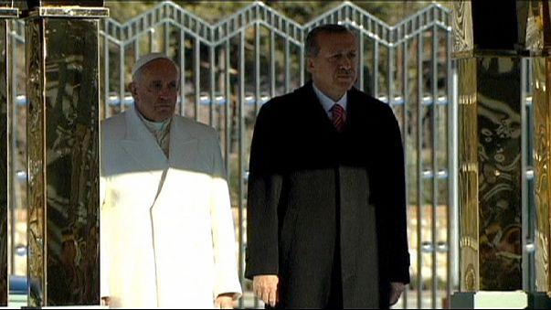 Encontros religiosos e políticos no primeiro dia do Papa Francisco na Turquia