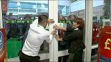 İngiltere'de 'Kara Cuma' alışveriş merkezlerinde kaosa yol açtı