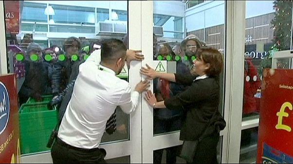 هجوم خریداران به فروشگاههای بریتانیا در روز جمعه سیاه