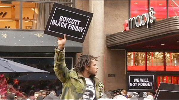 """US-Rassenproteste am """"Black Friday"""": Demonstranten fordern Boykott der Schnäppchenjagd"""