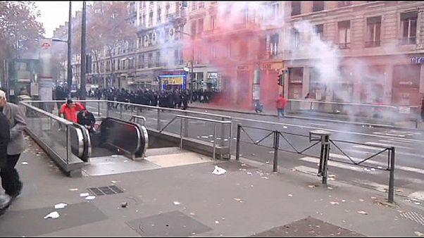 Marine Le Pen reeleita presidente da FN