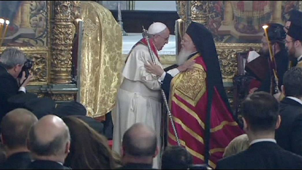 Pope Francis prays with spiritual leaders in Istanbul