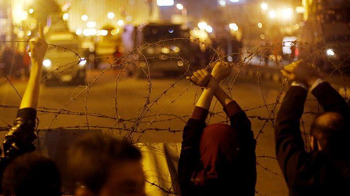 Hüsnü Mübarek'in aklanmasına tepki protestolarında kan aktı