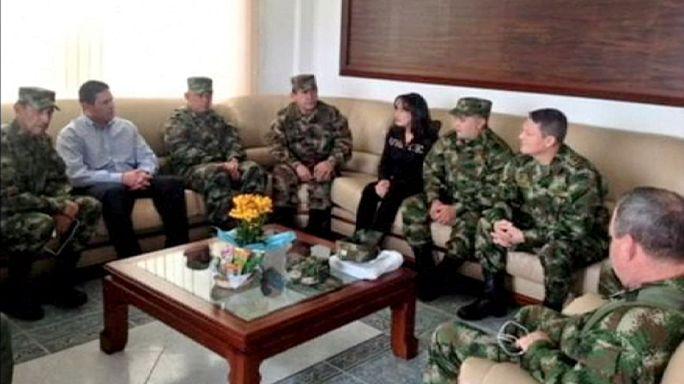 """كولومبيا: تنظيم الـ: """"فَارْكْ"""" يُفرج عن الجنرال المختطَف، والرئيس سانتوس يرحب"""