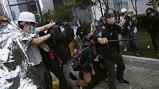 هشدار چین به نمایندگان بریتانیا همزمان با شدیدترین درگیری در هنگ کنگ