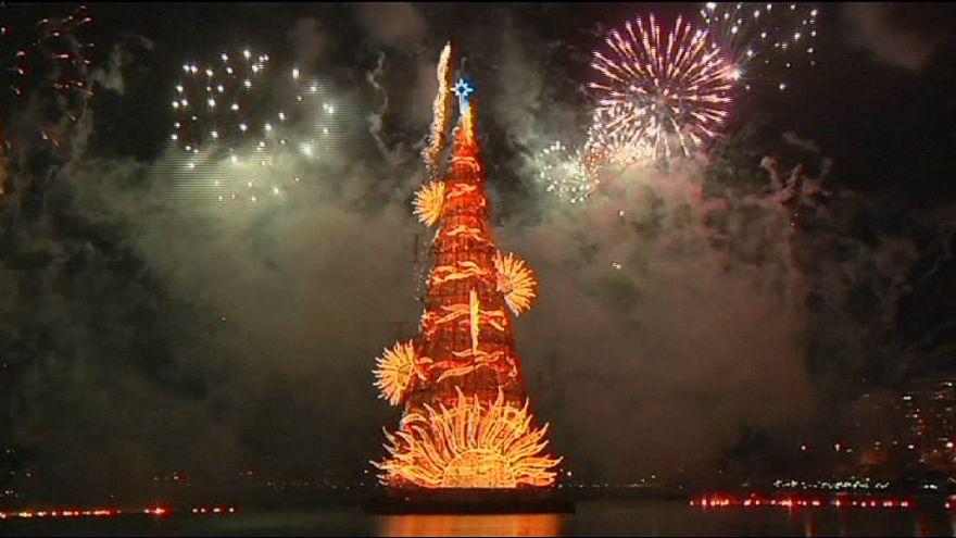 Rio de Janeiro unveils 85-metre-tall floating Christmas 'tree'
