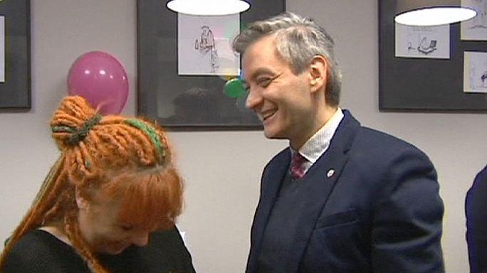 Polonya'nın ilk eşcinsel belediye başkanı Robert Biedron