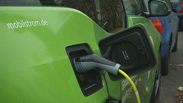 أعمدة إنارة المدن في برلين لإعادة شحن السيارات الكهربائية