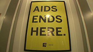 Forscher: HIV schwächt sich ab - Virus löst langsamer AIDS aus