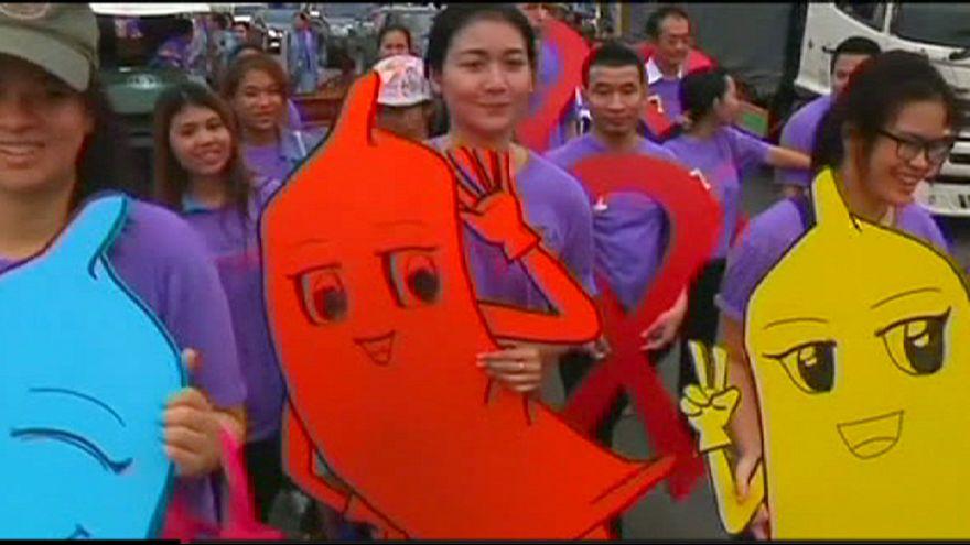 Tailandia: desfile para promocionar el sexo seguro en el Día de la lucha contra el sida