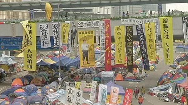 Hong Kong'da protesto liderlerinden öğrencilere geri çekilin çağrısı