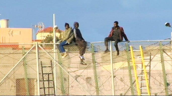 Una treintena de inmigrantes salta la valla de Melilla