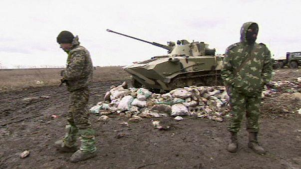 Acuerdos oficiales entre Kiev y separatistas para un alto el fuego en el aeropuerto de Donetsk y a partir del viernes en Lugansk