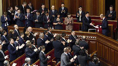 Ucrânia: Parlamento aprova novo governo mas postos-chave mantêm-se
