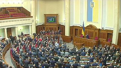 Ucrânia: Parlamento aprovou governo que integra três ministros vindos do estrangeiro