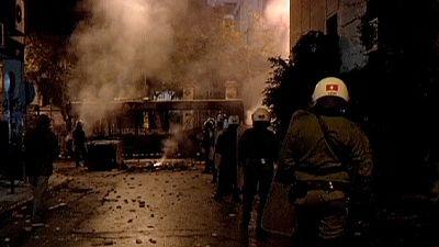 Brennende Autos in Athen