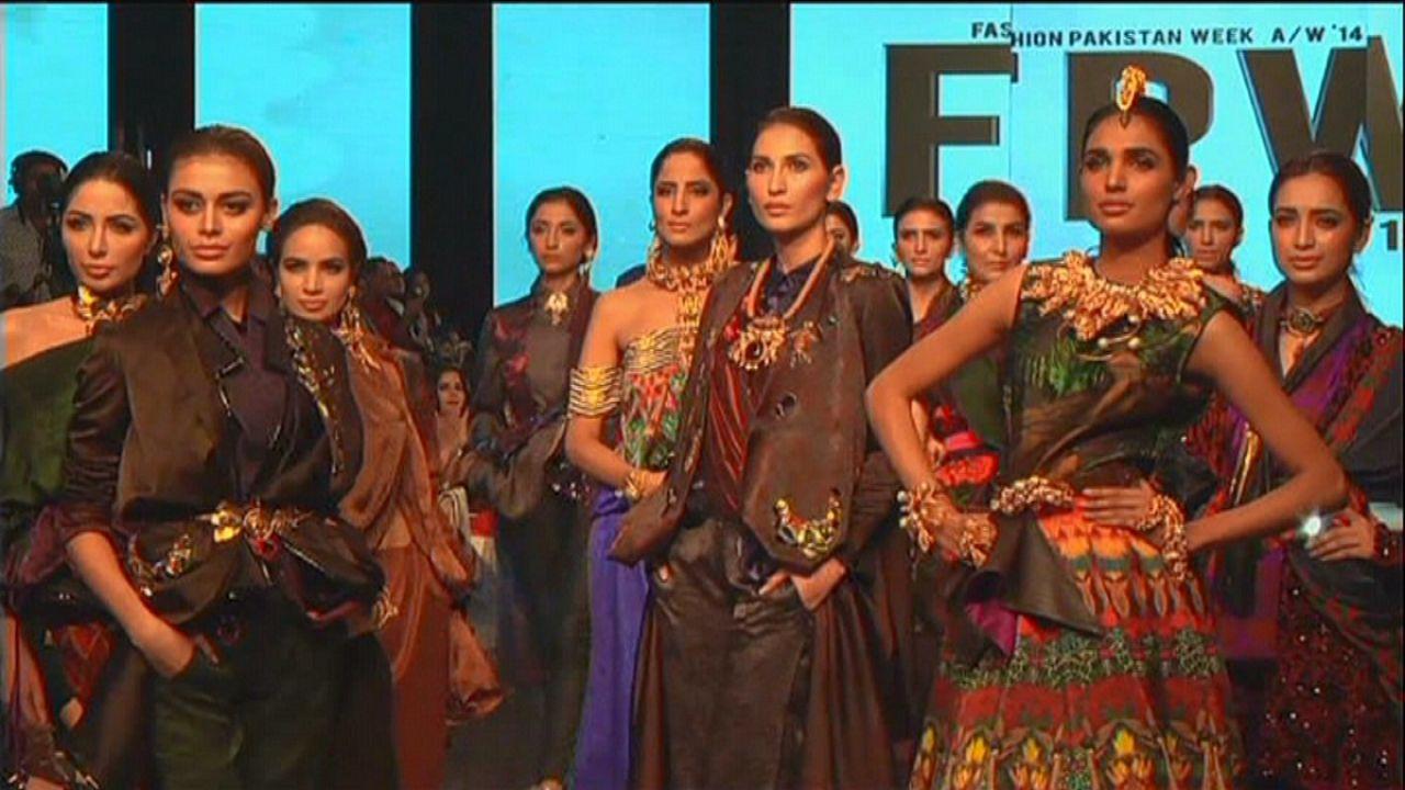 Leggiadra moda pakistana.