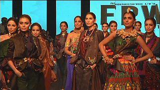 Tradition et modernité fusionnent à la semaine de la mode au Pakistan