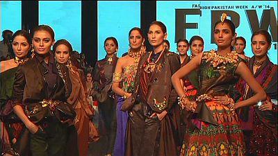 Sexta semana da Moda do Paquistão encerra com brilho e cores garridas
